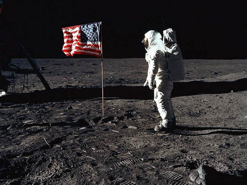 photographs-man-on-moon