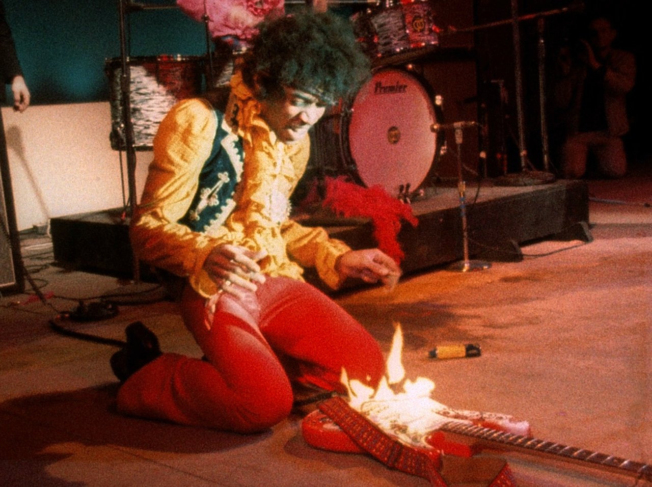 http://historythings.com/wp-content/uploads/2015/12/Jimi-hendrix-guitar-on-fire-monterey-live-1967.jpg