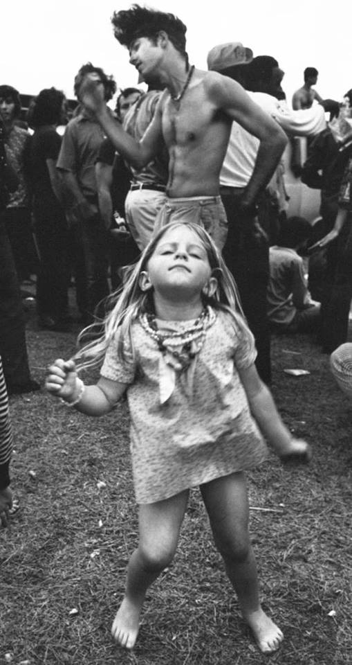 woodstock-gallery-little-girl-dancing