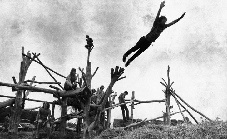 woodstock-gallery-tree-sculpture-guy-jumping-off