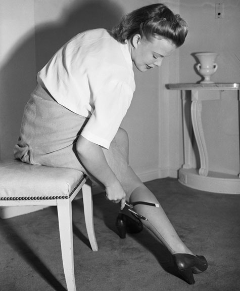 women2 painting stockings