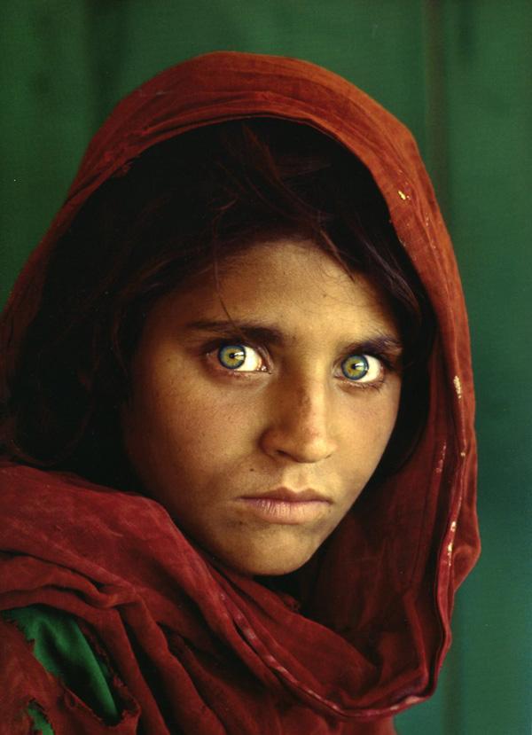 Afghan_Girl,_Pakistan,_1984