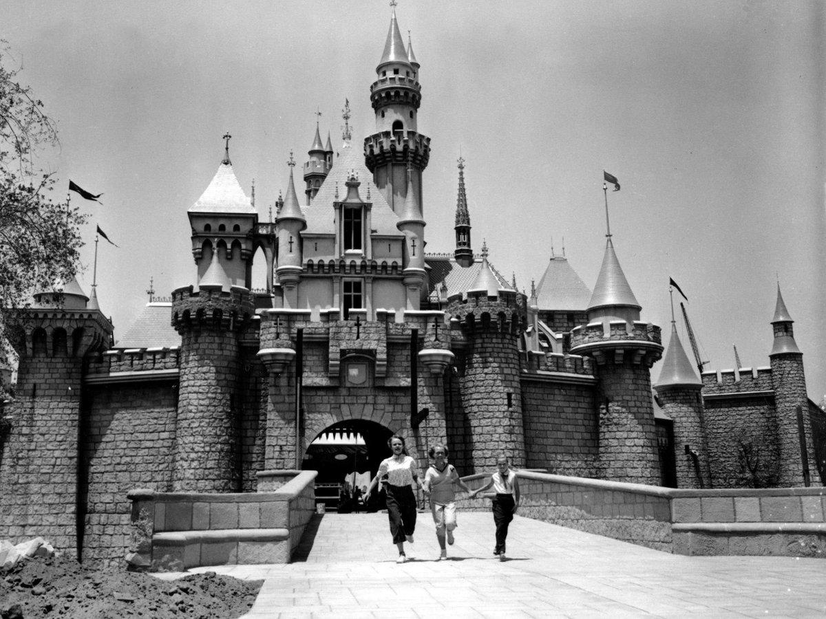 fantasyland-disneyland-1955