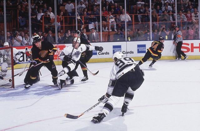 PHOTO: TheHockeyNews
