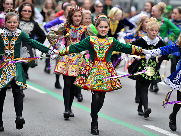 (120317) -- NEW YORK, March 17, 2012 (Xinhua) -- People march during the St. Patrick's Day Parade in New York, the United States, March 17, 2012. (Xinhua/Wang Lei) (zx) Xinhua News Agency / eyevine Contact eyevine for more information about using this image: T: +44 (0) 20 8709 8709 E: info@eyevine.com http://www.eyevine.com