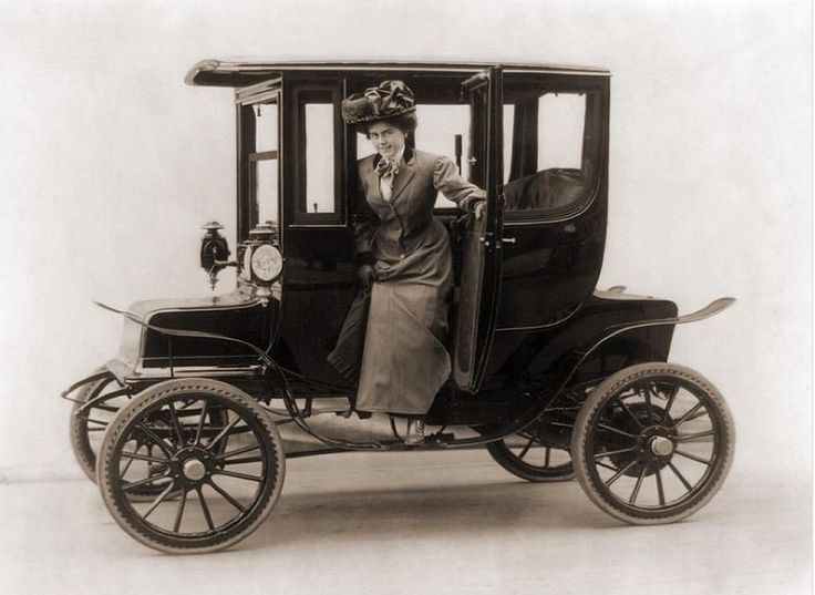 Woman in Electric Car 1908 PHOTO: Pinterest