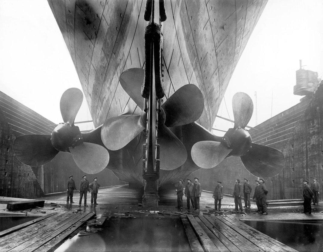 1280px-Titanic's_propellers963.jpg__1072x0_q85_upscale