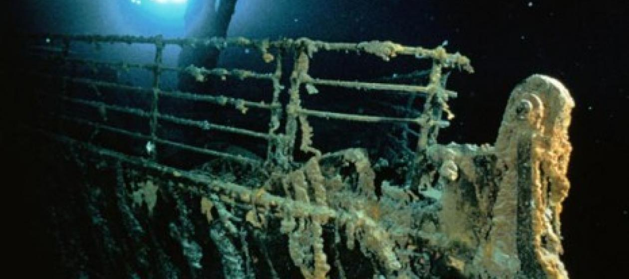 the gallery for gt inside titanic underwater bodies