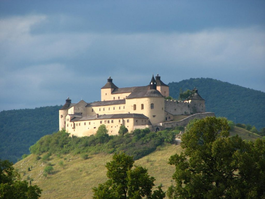 PHOTO: Csejte Castle, szeretlekcsomor.com