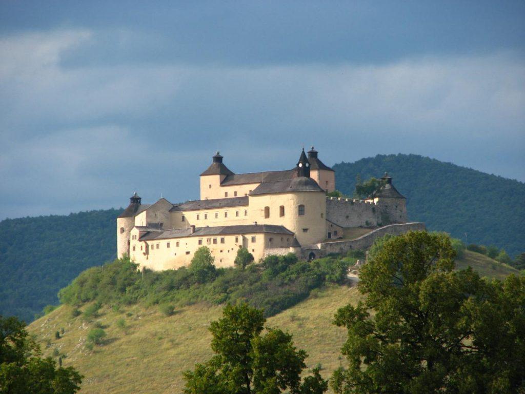 PHOTO: Csejte Castle, szeretlekcsomor.com