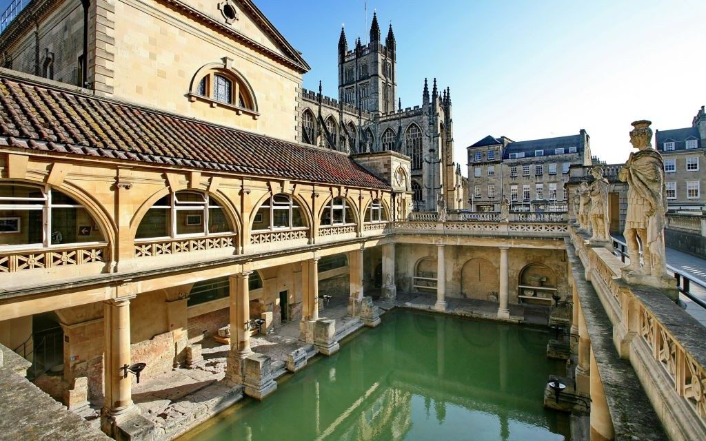 The-Roman-Baths-of-Bath-in-Somerset-England-©-Andrew-Emptage-Dreamstime-20775332-e1428004613756