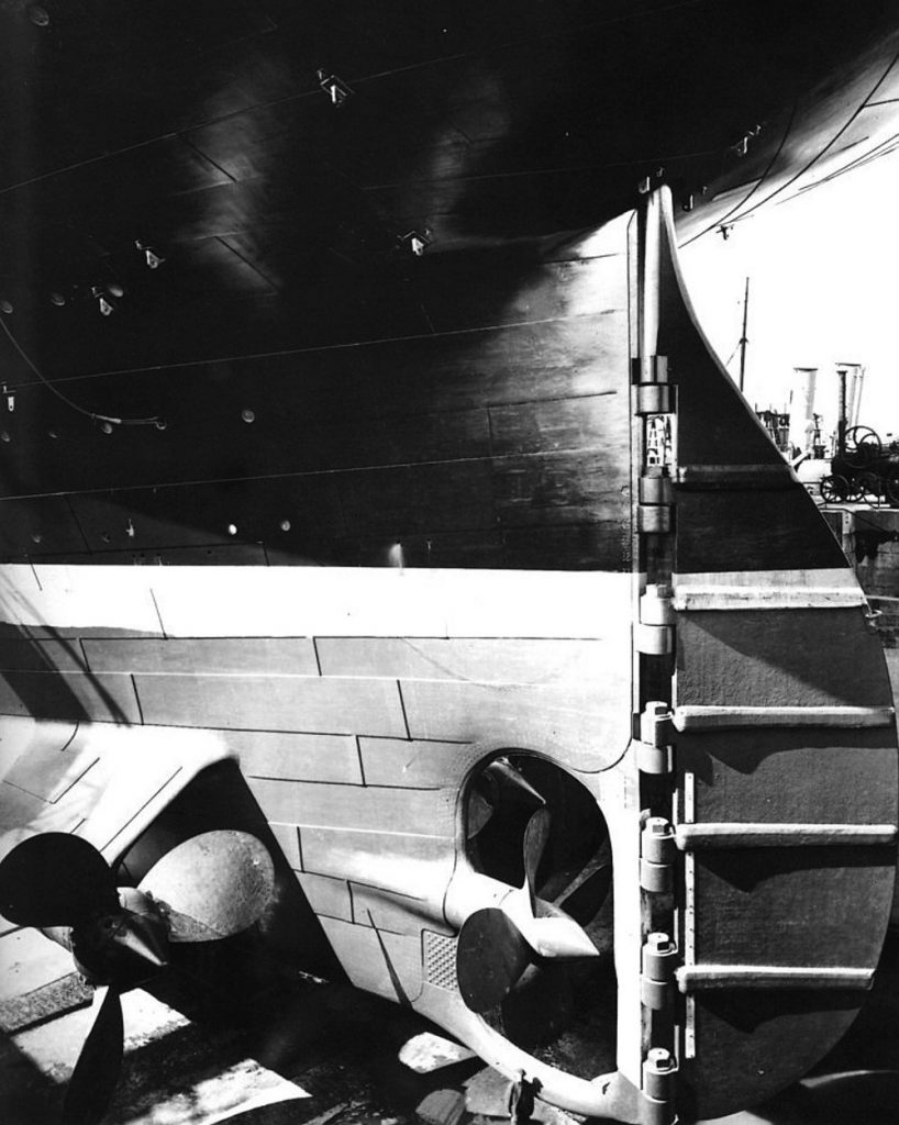 Titanic_stern_and_rudder