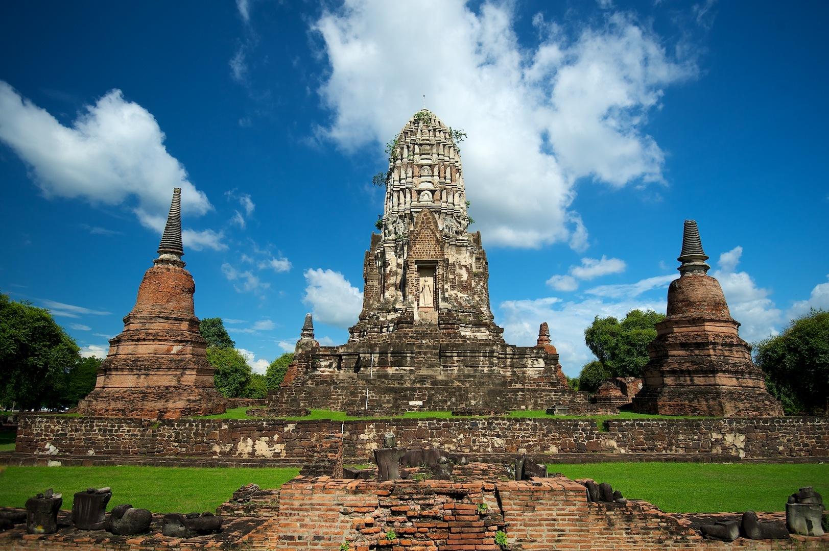 Wat_Ratchaburana_Thailand_tour