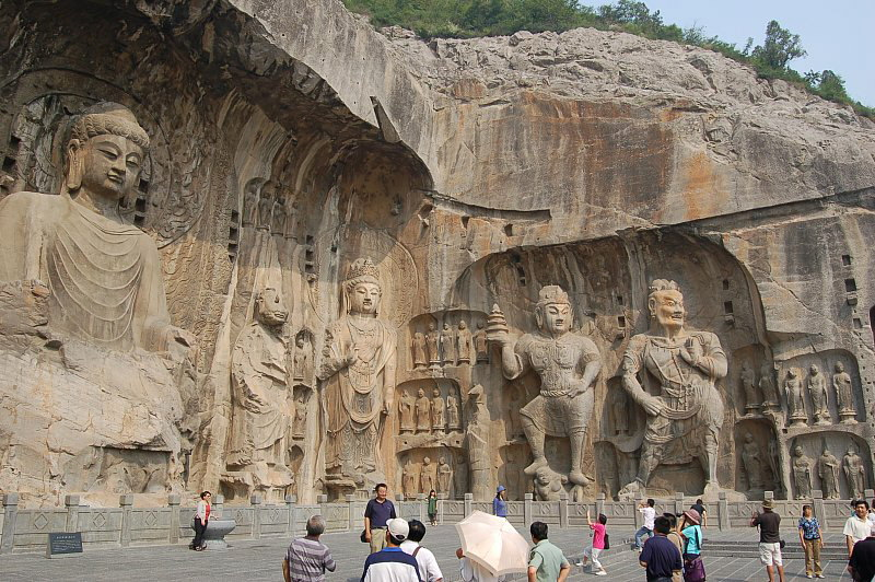 db_fengxian-grotto-longmen-7th-century5