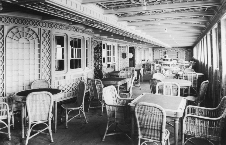 inside_the_titanic_cafe_parisian