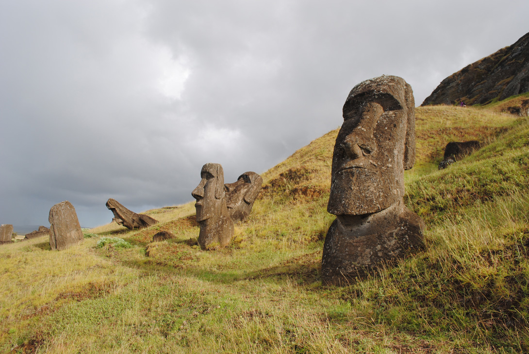 rano-raraku-moai-statues-6