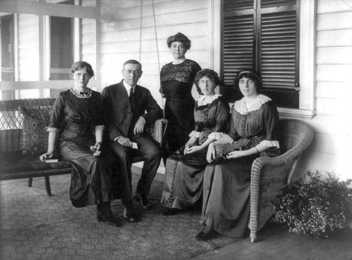 President Wilson with his wife and daughters Photo: americaslibrary