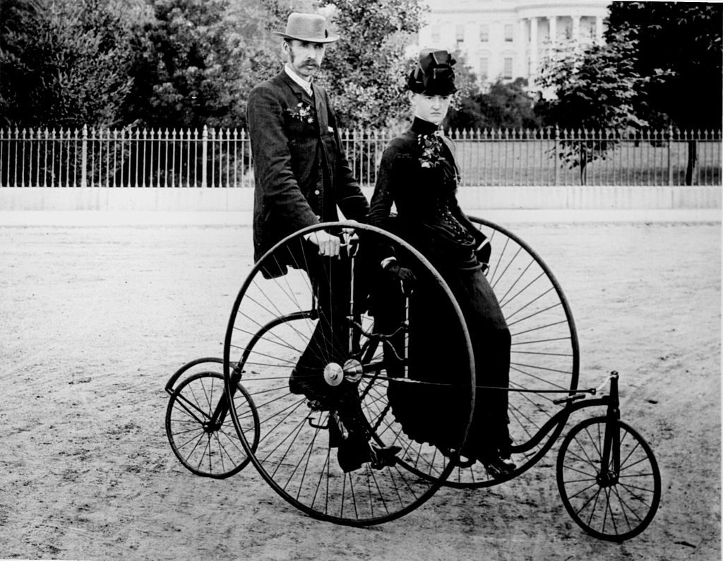 1024px-Bicycle_two_1886