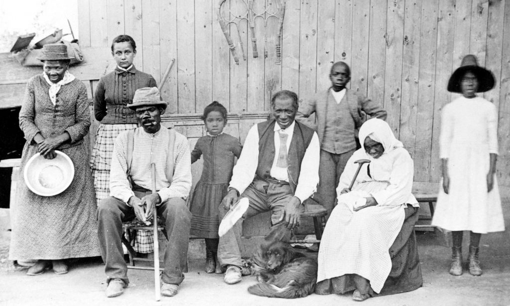 Harriet_Tubman,_with_rescued_slaves,_New_York_Times