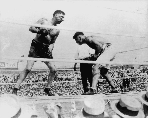 04 Jul 1919, Toledo, Ohio, USA --- 7/4/1919-Toledo, OH- Jack Dempsey ducks a punch thrown by Jess Willard, during a 1919 fight in Toledo. --- Image by © Bettmann/CORBIS