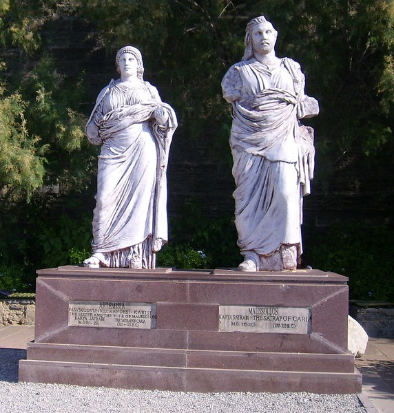 Statues of Queen Artemisia (left) and King Mausollos (right). [PHOTO: bodrumturkeytravel.com]