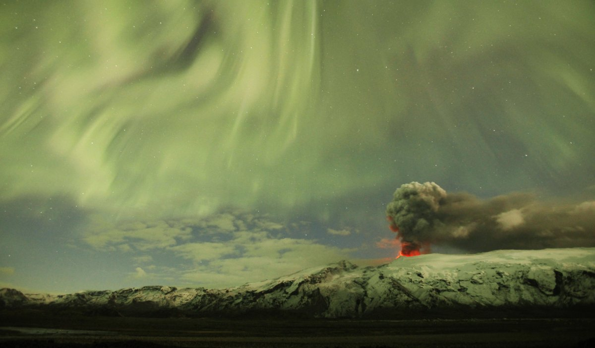 the-northern-lights-are-seen-above-the-ash-plume-of-icelands-eyjafjallajokull-volcano-in-the-evening-in-this-april-22-2010-photo
