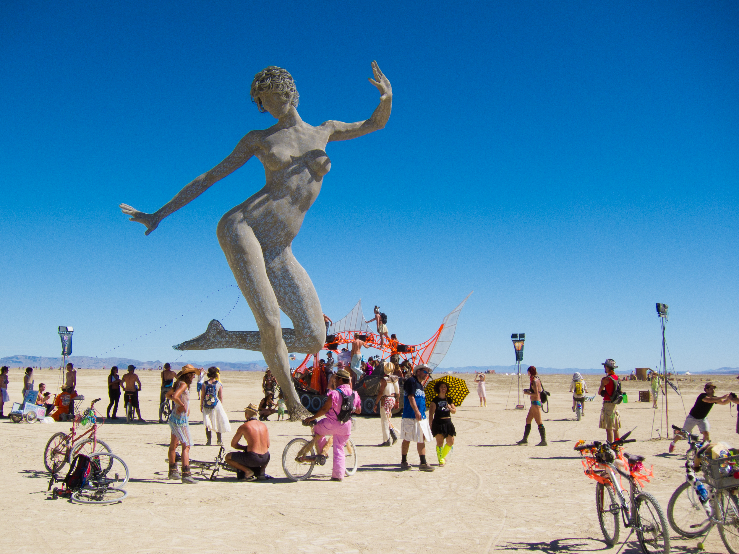 The Bliss Dance at Burning Man 2013 Photo: travelhyms