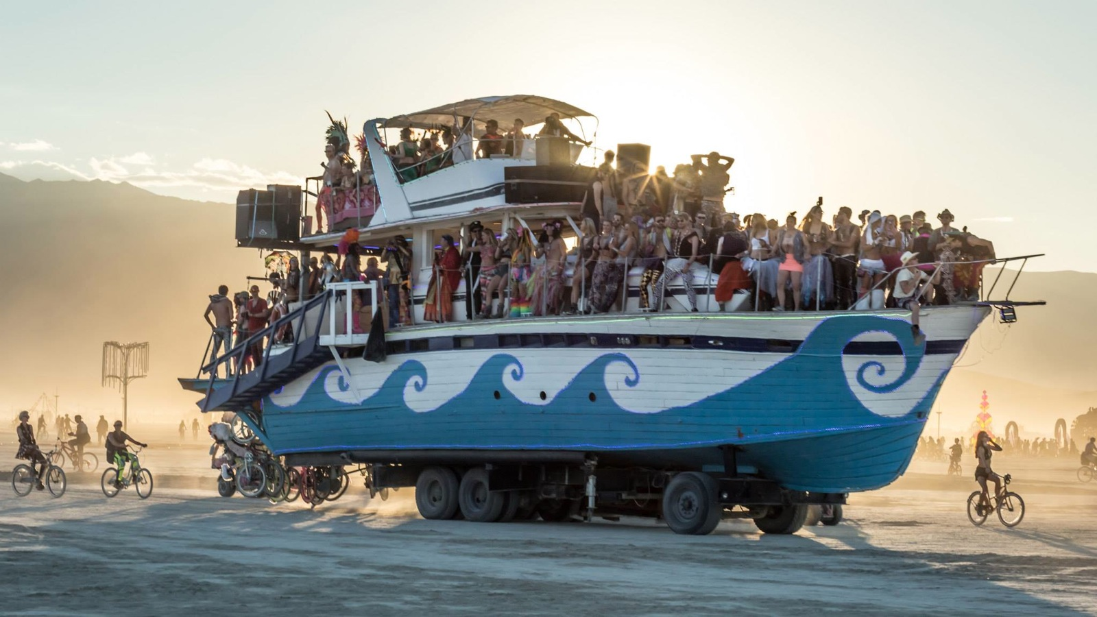 Art Car from Burning Man 2014 Photo: fest300