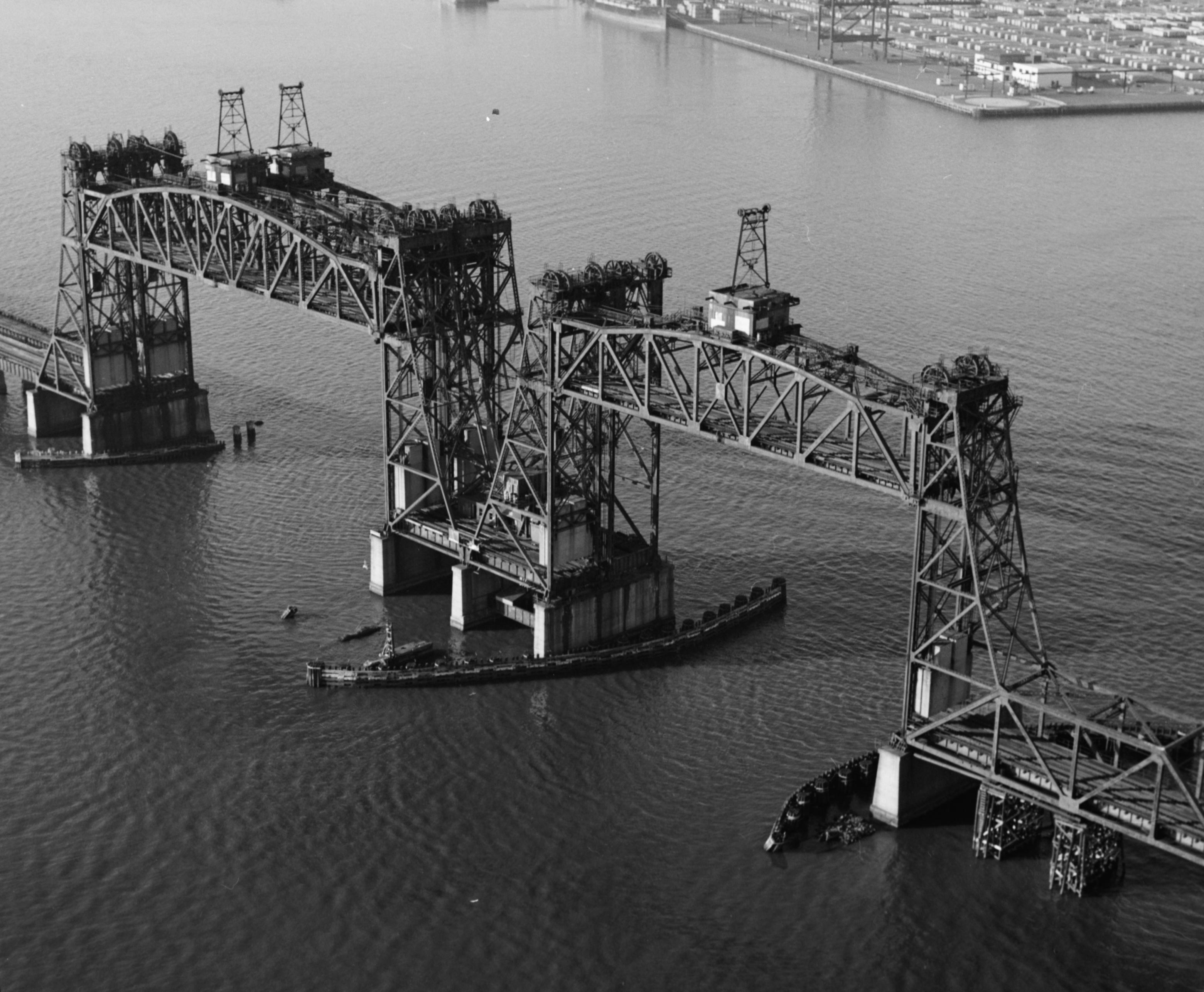 Newark Bay Bridge in upright position. Photo: wiki