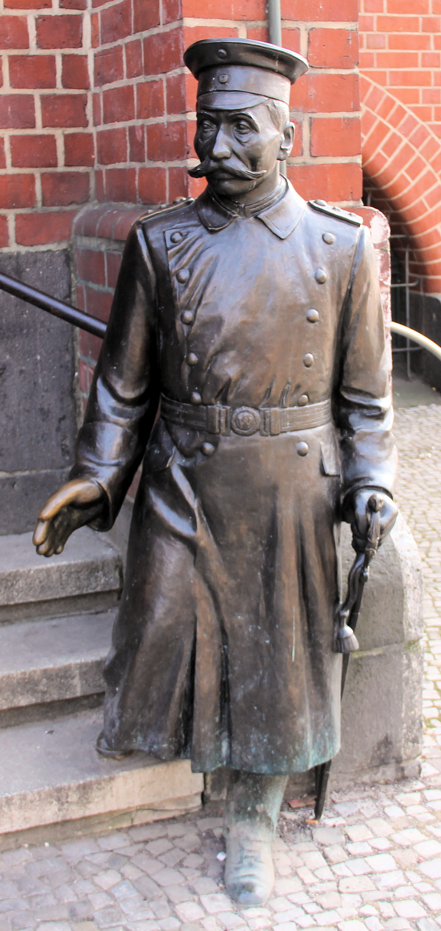 Statue of Voigt outside City Hall Photo: wiki