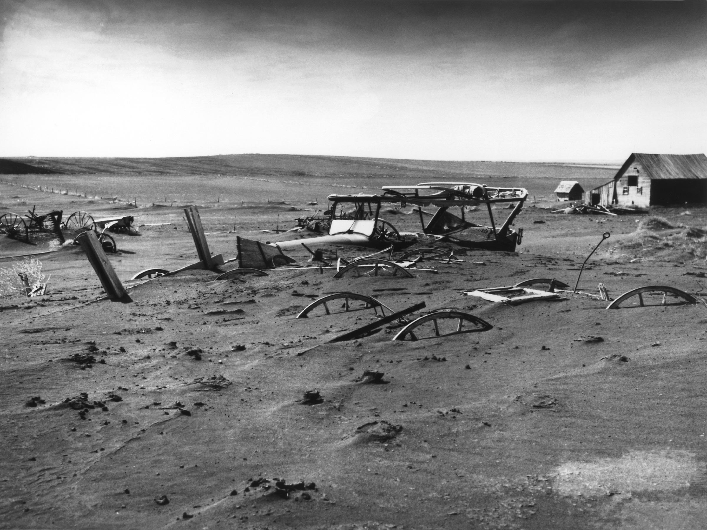 Farm equipment buried in dust Photo: wiki