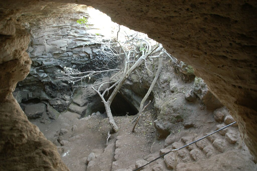 The entrance to a cave used by the Bar Kokhba revolt. [PHOTO: wikimedia]