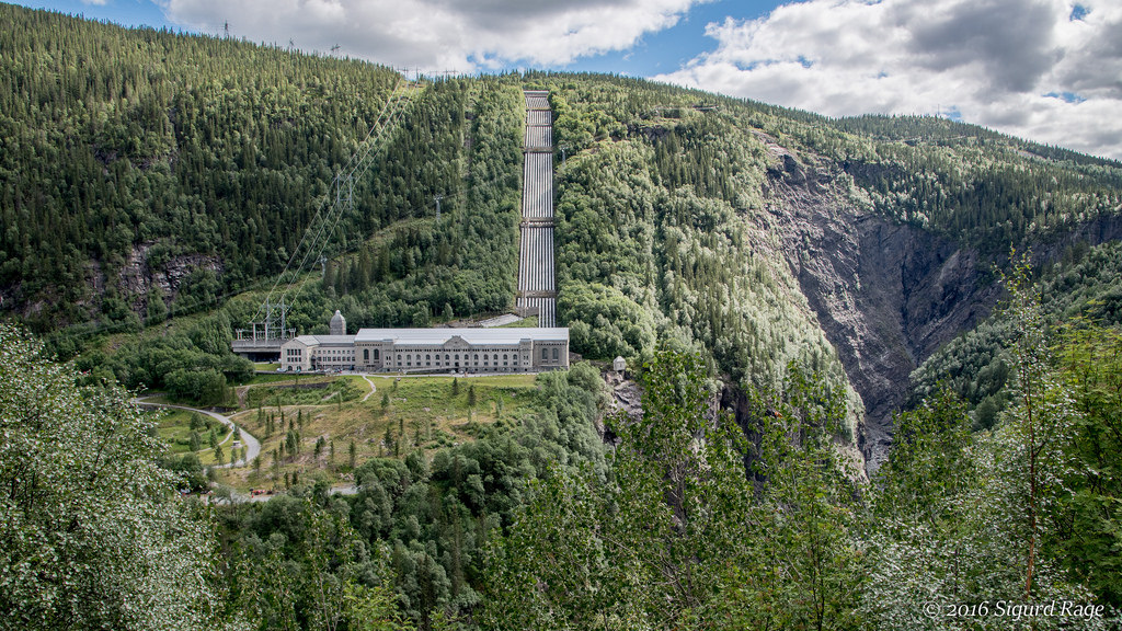 (Vemork plant, near Rjukan in Telemark | source: flickr.com)