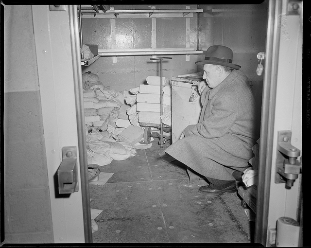 Detective examining the Brinks vault after the robbery Photo: newenglandhistoricalsociety