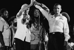bob-marley-joins-the-hands-of-michael-manley-edward-seaga