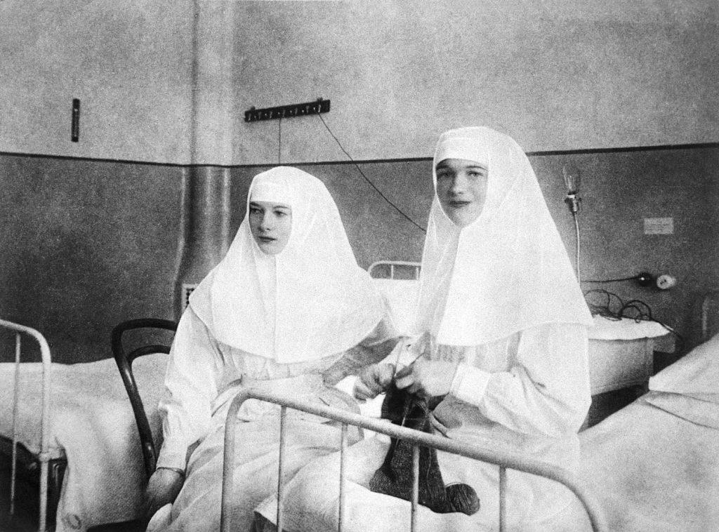 Olga and Tatiana in their nursing uniforms. Source: commons.wikimedia.org