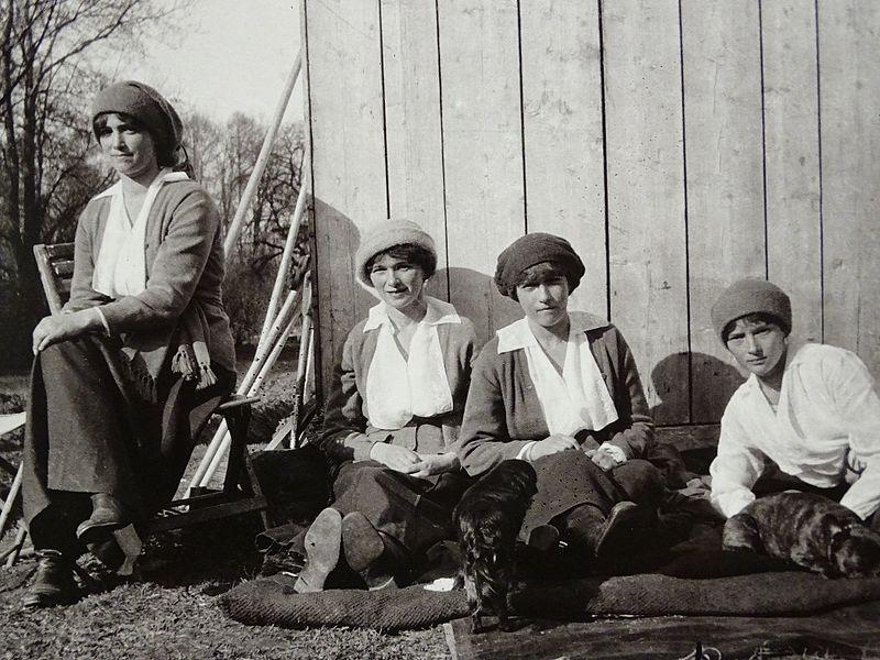 Grand Duchesses Maria, Olga, Anastasia, and Tatiana in captivity in 1917. Source: wikipedia.org